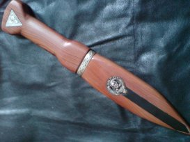 Sgain dhu made of Scottish Yew with etched antler inlay and silver mount and clan crest